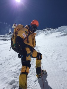 Jaco Ottink climbing Mount Everest. Source: Beyond Summits, www.beyondsummits.nl